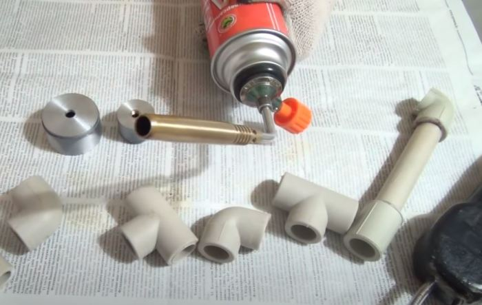 Для работы понадобится в первую очередь горелка. /Фото: youtube.com.