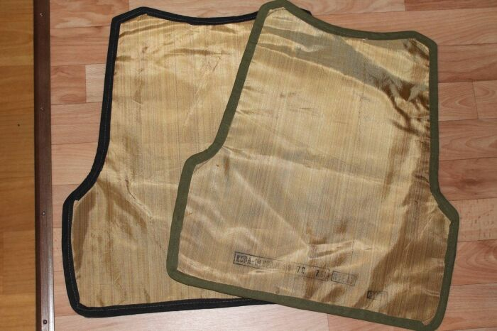Кевларовые пакеты вставляют внутрь бронежилетного чехла. /Фото: guns.allzip.org.