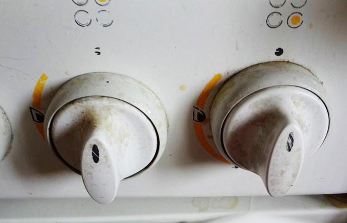 Копеечное средство, которое устранит жир на ручках кухонной плиты быстро и без