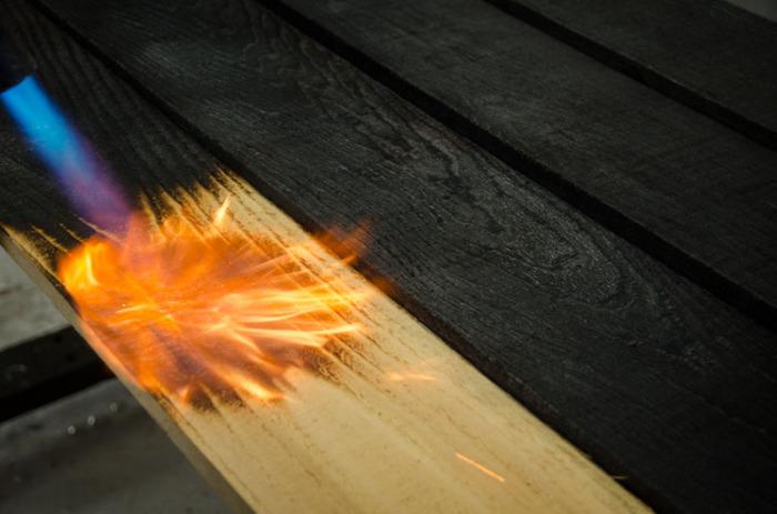 Производится обработка огнем. /Фото: kupolnie-doma.ru.