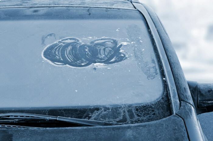 Оледенение стекла доставляет много неприятностей. /Фото: saucyintruder.org.