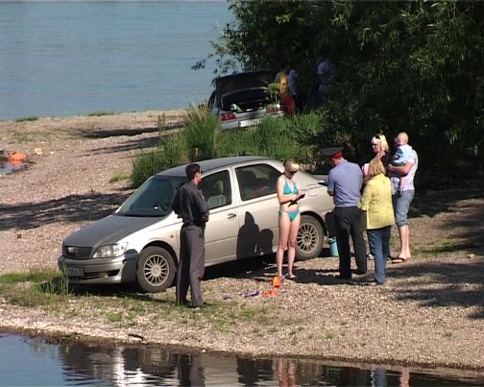 Автомобиль у воды не должен быть. /Фото: metro.mezhdu.net.