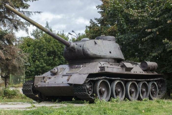 Отдавали даже танки. /Фото: 1zoom.ru.