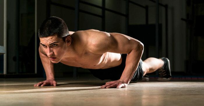 Почему мастера запрещают отжиматься с поднятой головой, направляя взгляд параллельно полу