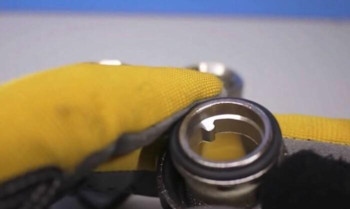 Резинка должна быть грязной. /Фото: youtube.com.