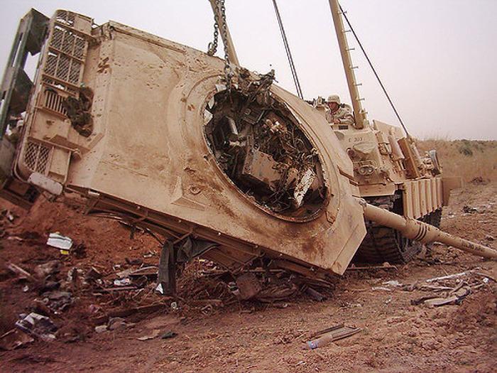 Случается такое и с современными танками. /Фото: reibert.info.