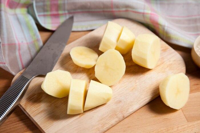 Поможет даже обычная картошка. /Фото: legkovmeste.ru.