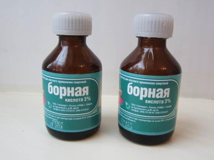 Борная кислота продается в аптеке. /Фото: volosyinform.ru.