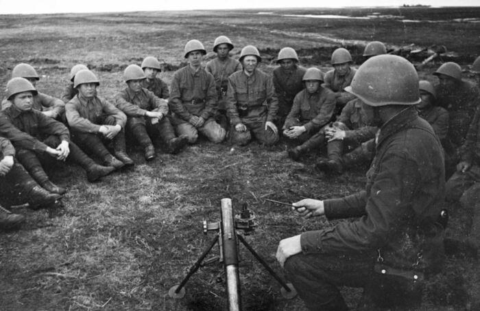 В итоге перед войной отдали предпочтение 50-мм ротному миномету. /Фото: waralbum.ru.