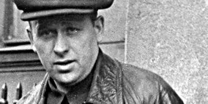 В 1941 году был обвинен в растрате и вредительстве. Расстрелян. /Фото: voicesevas.ru.