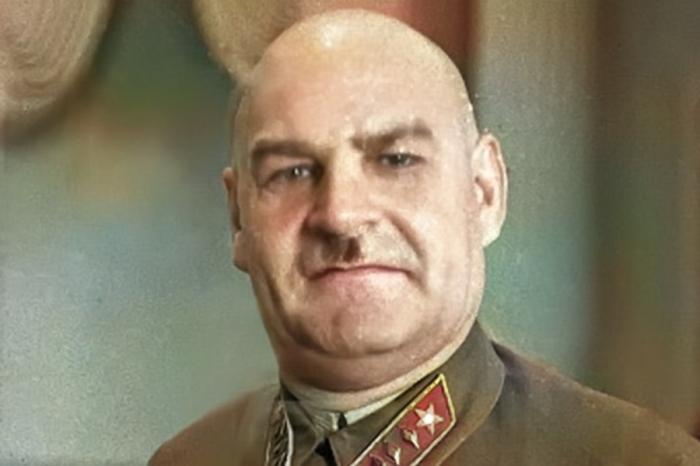 Есть основания считать, что аресту Таубина поспособствовал Григорий Кулик. /Фото: ruspekh.ru.