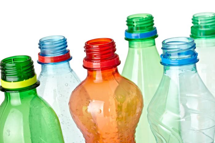 Понадобятся бутылки и фольга. /Фото: greenbiz.com.
