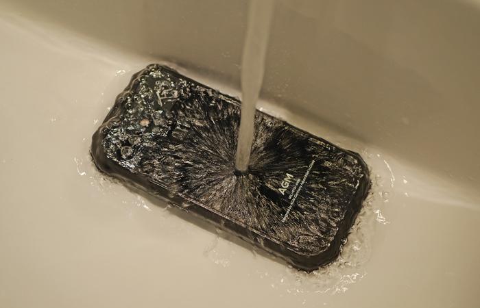 Как можно чистить экран смартфона.
