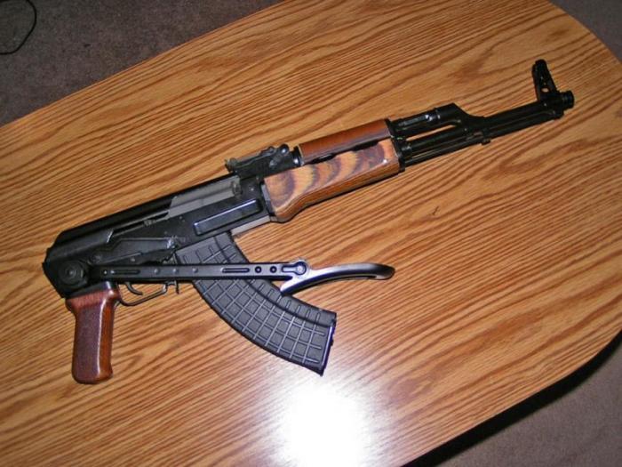 Боевое оружие вешать на стену нельзя. /Фото: fantasianew.ru.