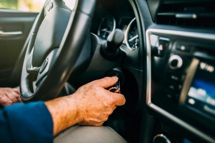 Завести машину и включить свет. /Фото: fb.ru.