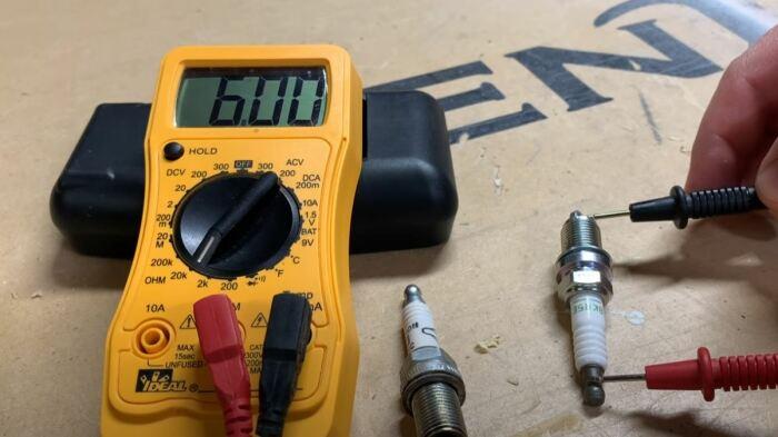 Значения должны быть в пределах 5-15 кОм.  /Фото: youtube.com.