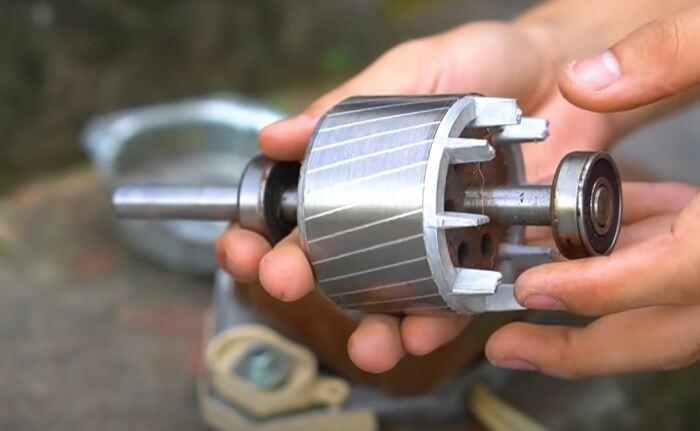 Извлекаем ротор и обтачиваем его. /Фото: youtube.com.