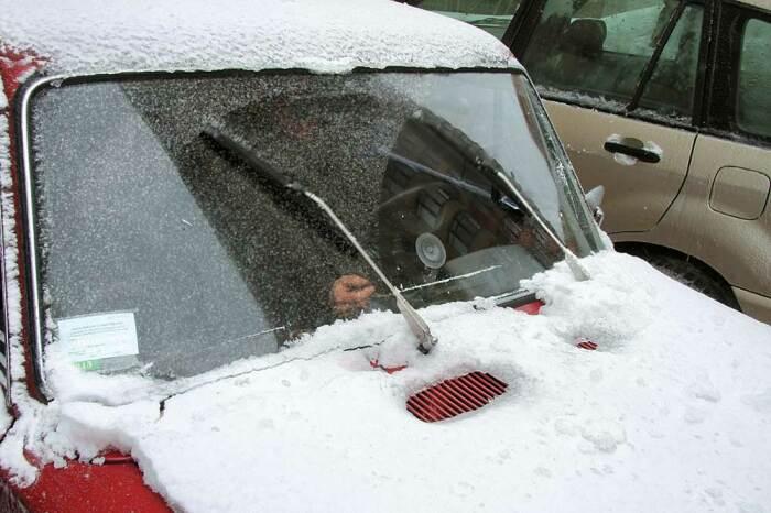 Замерзшие дворники - популярная проблема. |Фото: autocentre.ua.