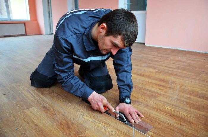 Для устранения швов можно применять обычный паяльник. /Фото: sense-life.com.