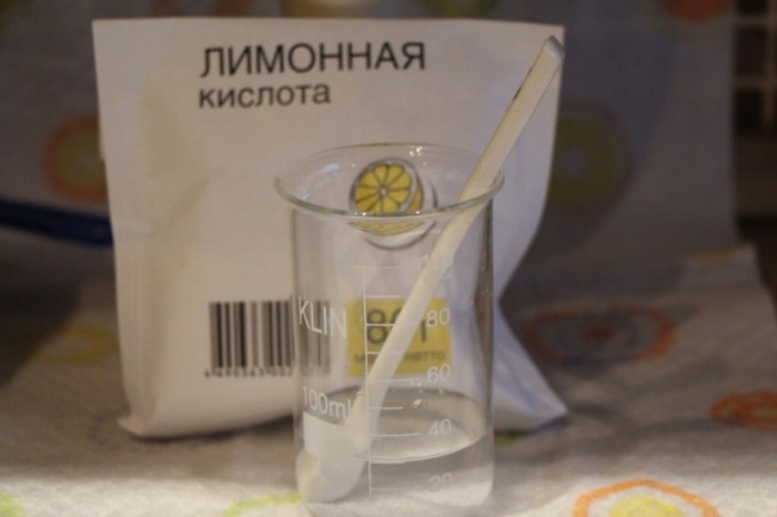 Готовим раствор лимонной кислоты. /Фото: soapcreate.ru.