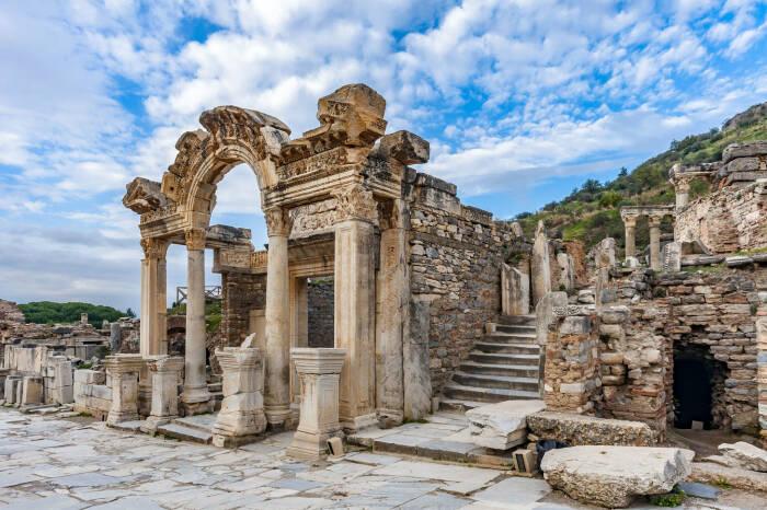 Свет на вопрос питания проливает захоронение в эфесе. /Фото: puzzlegarage.com.