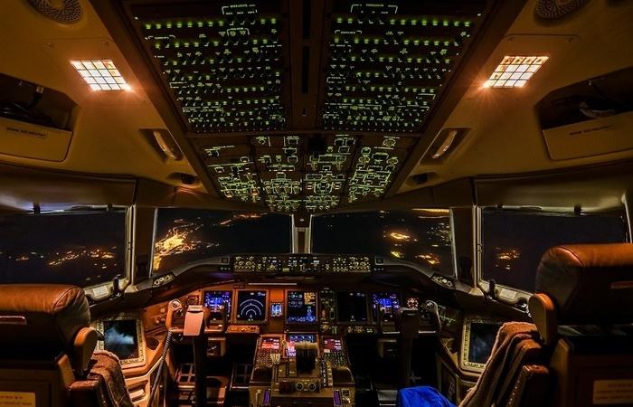 Каким образом пилоты самолетов запоминают расположение и назначение всех кнопок