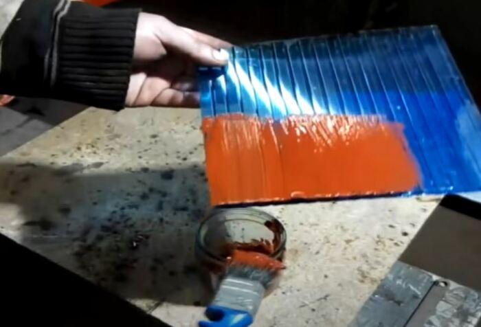 Выглядит как обычная краска. /Фото: youtube.com.