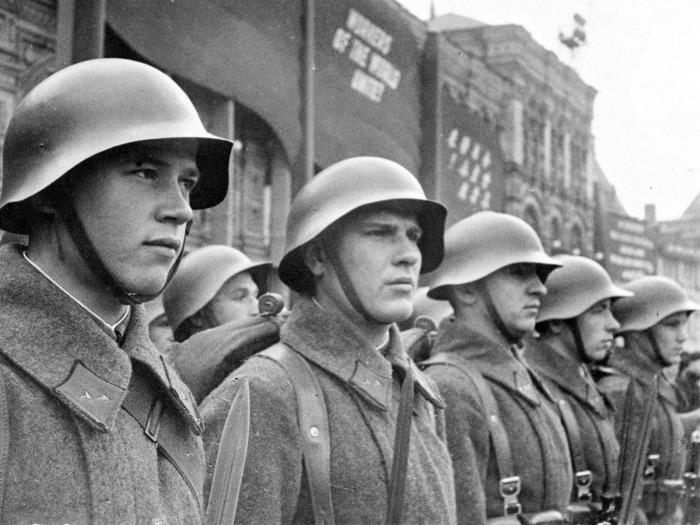 Советские каски были куда лучше. /Фото: 1zoom.ru.