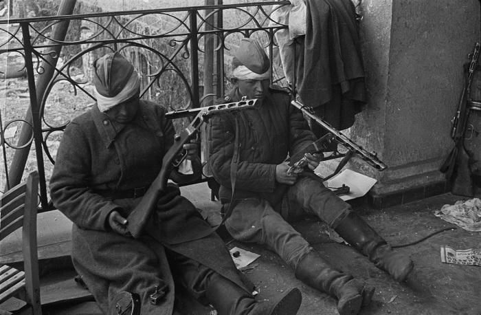 Первые делом сапог пошел в войска. /Фото: waralbum.ru.