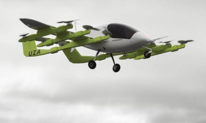 Летает Cora Hawk быстро.