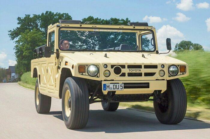 Первым для гражданского рынка скопировали машину японцы. /Фото: gr.pinterest.com.