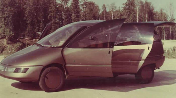 В машине было семь мест для сидения.