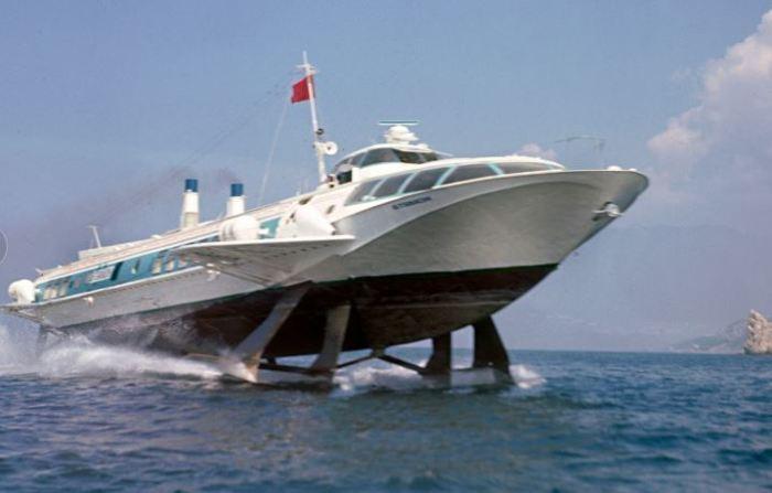 Советский речной корабль для туристов.