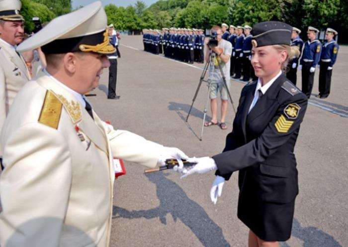 Теперь его получают выпускники военно-морских учебных учреждений.