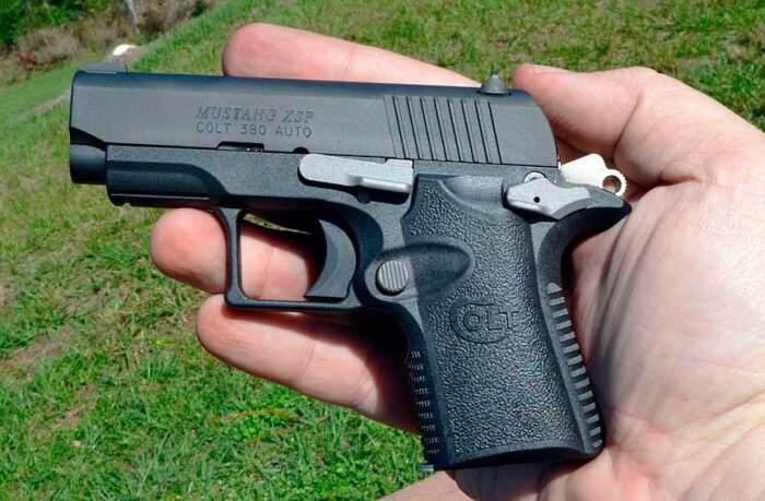 Совсем небольшой пистолет. /Фото: Twitter.