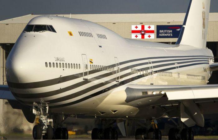 Самолет сделана по специальному заказу.