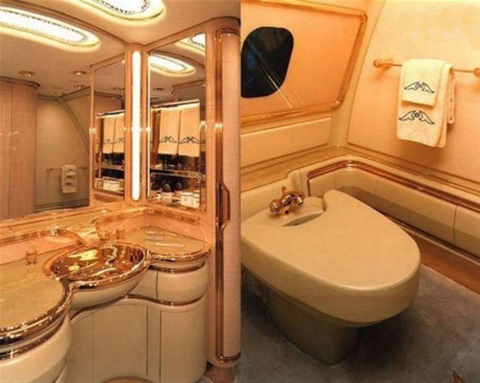 Внутри раковины из золота.