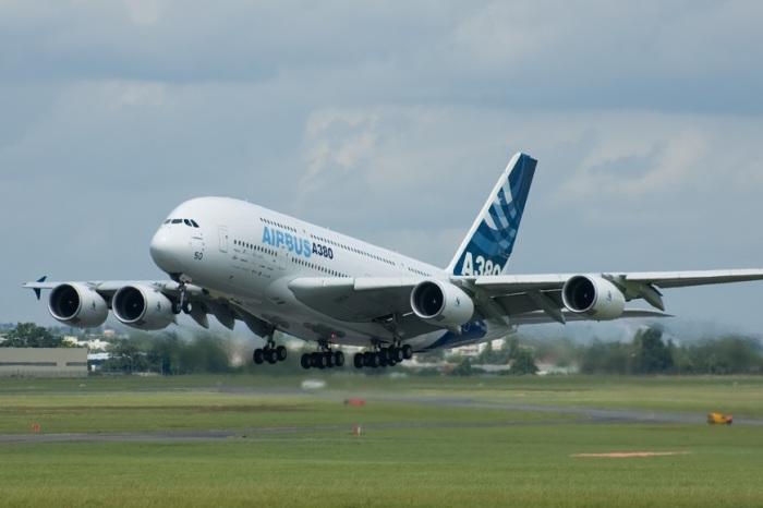 Самый большой пассажирский самолет это Airbus А380.