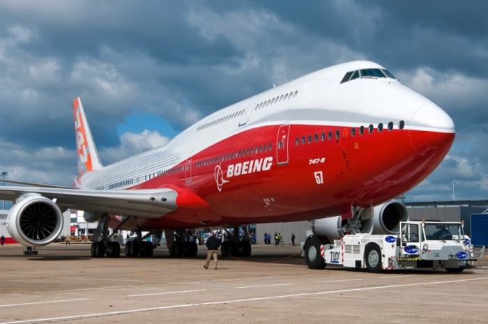 Современный Boing-747-8 поражает своим масштабом.