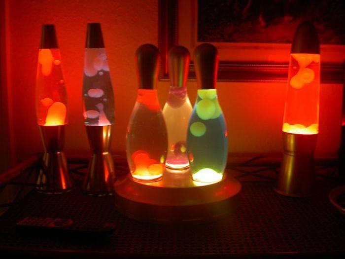 Нужен сосуд, лампочка, две жидкости. /Фото: pinterest.ru.