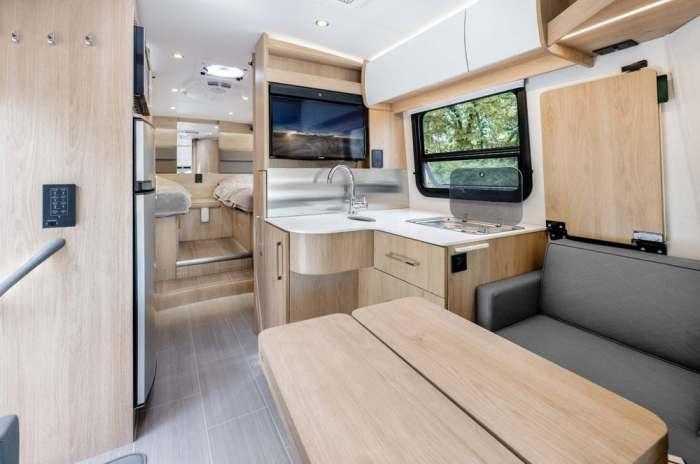 Общая комната и кухня невероятно хорошо продуманы.
