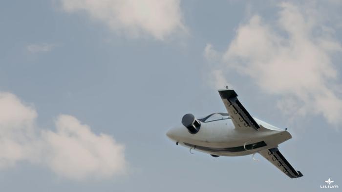 Немецкий стартап Lilum Jet провел испытания первого в мире электросамолета.