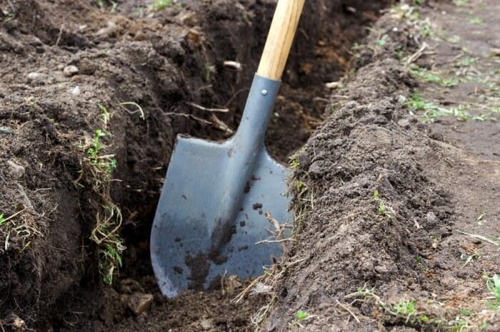 Земля липнет из-за отсутствия заточки. /Фото: vspashka-pokos.ru.