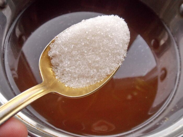 Ингредиенты смешиваются и заливаются теплой водой. /Фото: botanichka.ru.