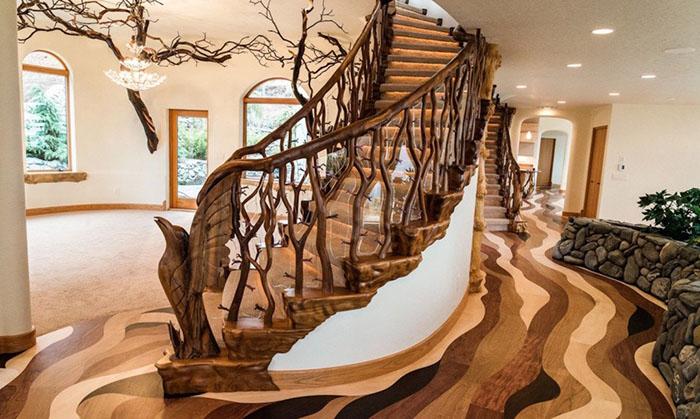 Особенно хороша лестница.