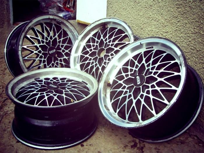Понадобятся старые колесные диски. /Фото: drive2.ru.