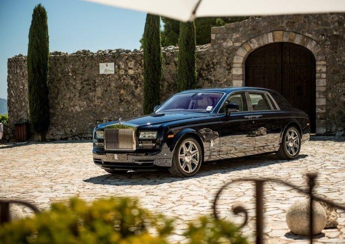 Старый-добрый Rolls-Royce Phantom все также хорош.