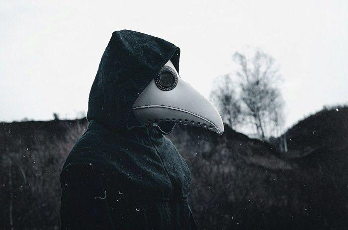 Данная маска по сути первый противогаз в истории. /Фото: pinterest.ru.