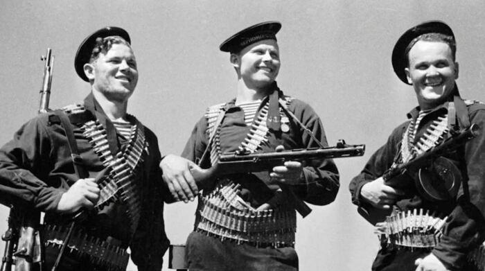 Во Вторую мировую войну делали так же. /Фото: Яндекс.Коллекции.