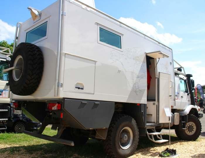 Большой и просторный кемпер, который станет идеальным лагерем на колесах. | Фото: actionmobil.com.